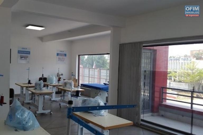 Un local de 82 m2 à Ambohibao