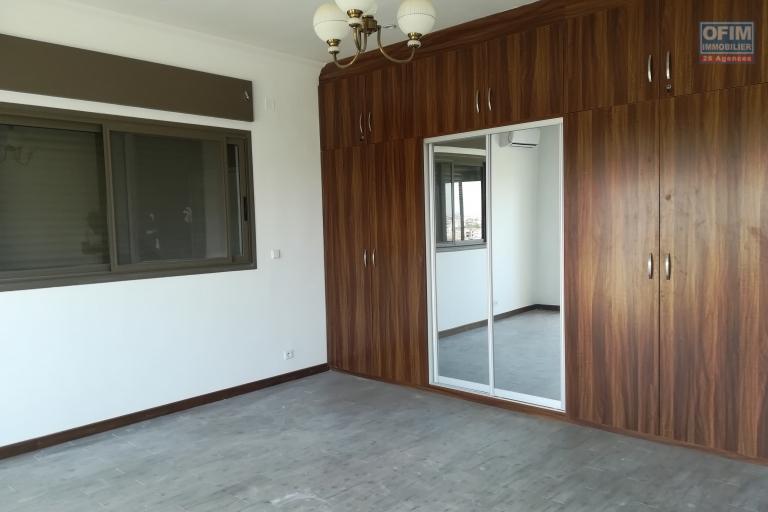 Trois appartements neufs de type T5 à Ivandry