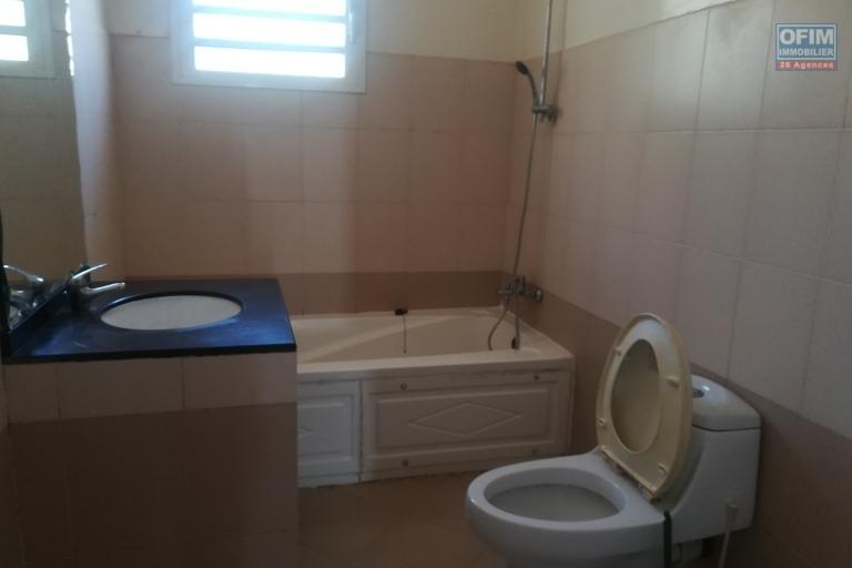 Un appartement T4 sécurisé à Ampandrianomby