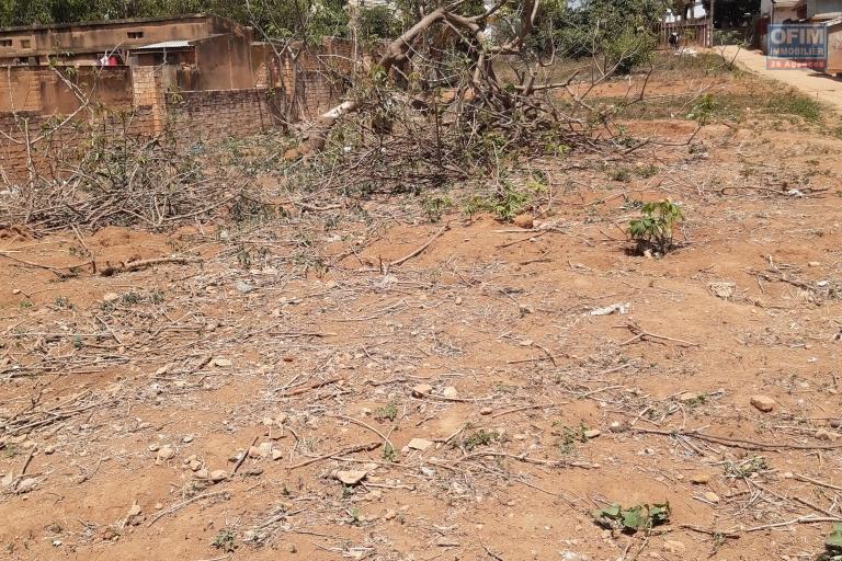 Terrain de 793 m2, plat prêt à bâtir , facile d'accès sur Faralaza Talatamaty-Antananarivo