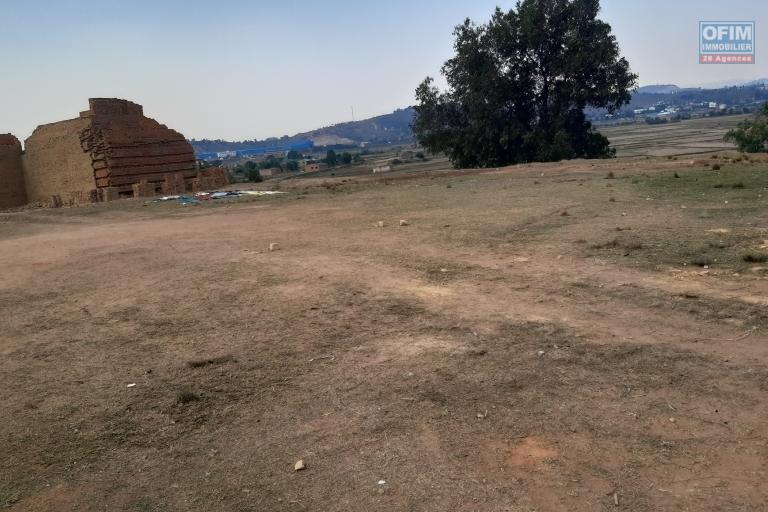 Beau terrain de 2863 m2, belle vue, proche de la RN2 bis à Alasora Mahatsinjo- Antananarivo