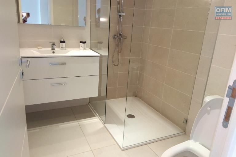 OFIM met en location une appartement T3 de standing semi-meublé avec piscine intérieure et salle de sport à Ivandry