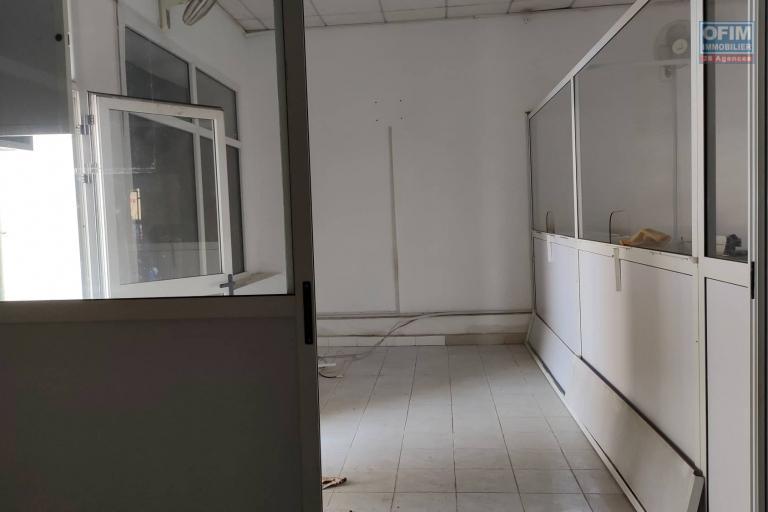 OFIM met en location deux locaux commerciaux de 45m2 et 37m2 en centre ville Analakely au bord de route