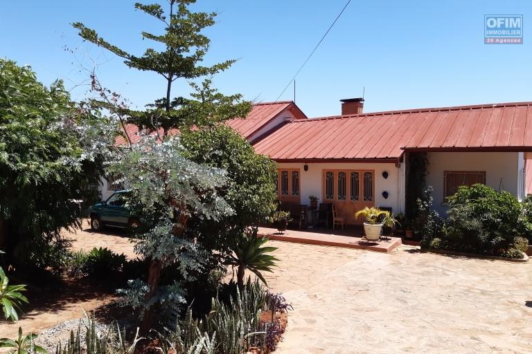 Villa basse F6 de 250 m2 habitable sur 1000 m2 de terrain à Androhibe- Antananarivo