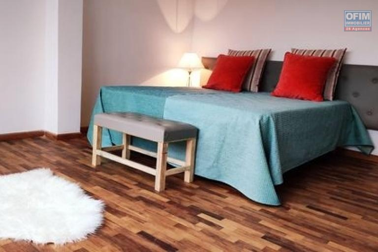 OFIM Immobilier offre en location des appartements de 125m2 et 140m2 neufs T3 meublés+TV+Wifi inclus à Ambolokandrina; un quartier sécurisé,calme et résidentiel qui est à 30min du lycée Français Ambatobe