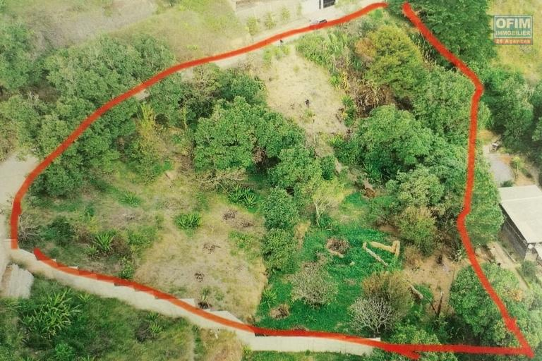 terrain de 3.975 m2 dans un quartier résidentiel près du Rova d'ilafy