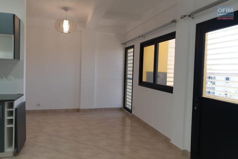A Ampefiloha, OFIM immobilier offre en location deux appartements neufs T3 de 64m2 en moins de 5min d'Analakely
