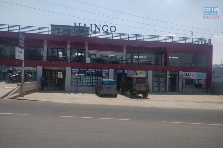 A louer plusieurs bureaux récents à Ambohibao sur la route principale d'Ivato