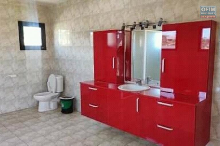 OFIM vous propose en location un appartement T2, T3, T4 à By-pass avec piscine,parking et jardin