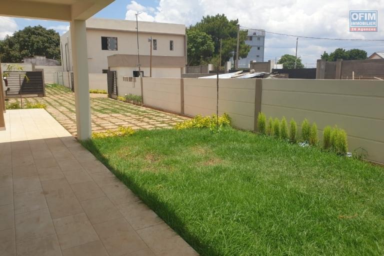 Une villa F5 neuve avec piscine à Mandrosoa Ivato