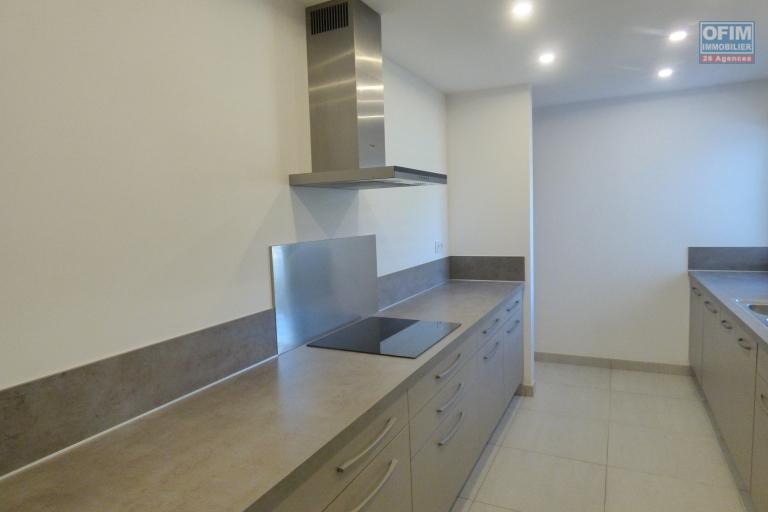 Location appartement T3 dans une résidence avec piscine  neuve et sécurisé proche des commodités à Ankorondrano