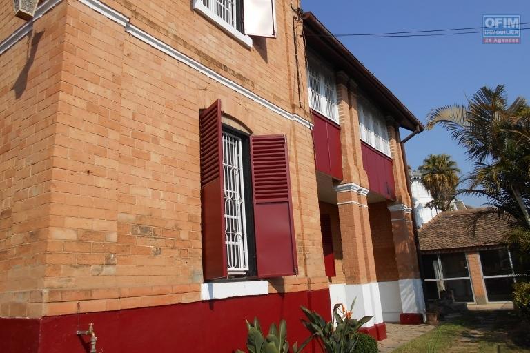 Maison traditionnelle F6, en plein centre ville à Faravohitra-Antananarivo