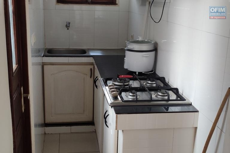 OFIM immobilier offre en location un appartement en duplex T2 meublé à Anosivavaka