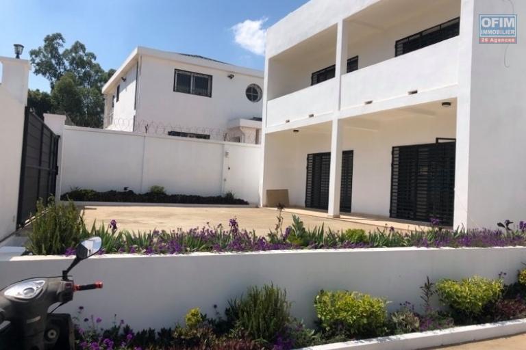 Deux villas neuves de type F5 à Talatamaty