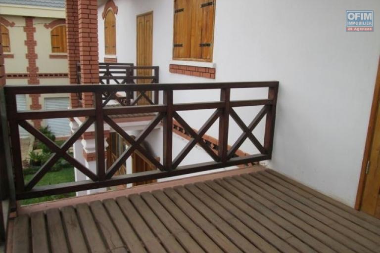 A louer villa neuve F5 à Andohanimandroseza-loyer 2 880 000 Ar