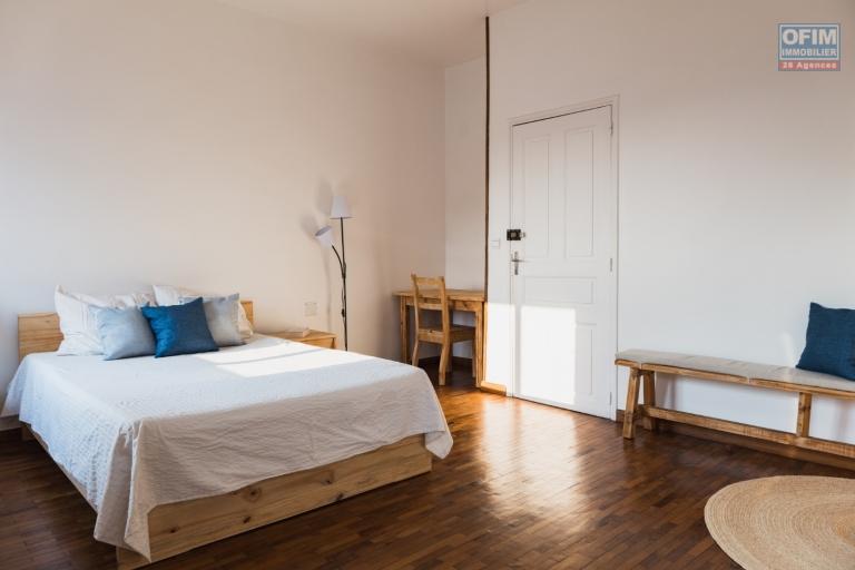 OFIM offre en location un bel appartement T3 entièrement meublé et équipé  dans un quartier apaisant et sécurisé 24/24