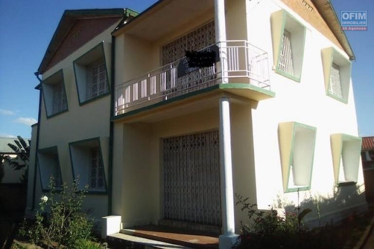 A louer une villa à étage F7 dans un endroit facile d'accès à Itaosy