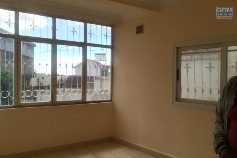 Un appartement en duplex T4 à Anjanahary