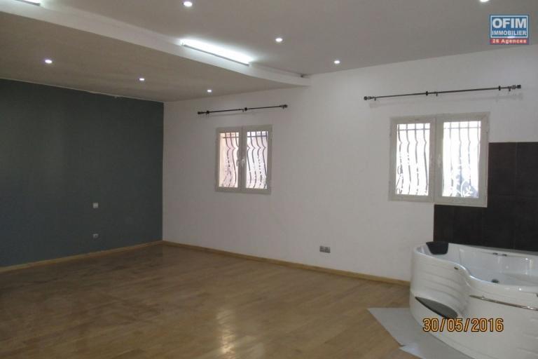 Belle villa F4 à étage à 10 min du lycée français à Masinandriana Ambatobe- Antananarivo