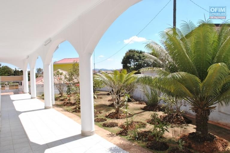 A louer une villa basse F4 dans un endroit calme et à 10 minutes de l'aéroport d'Ivato