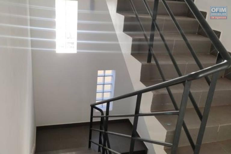 OFIM offre en location un appartement T4 neuf à Ambohitrarahaba qui est à 5min d'ivandry