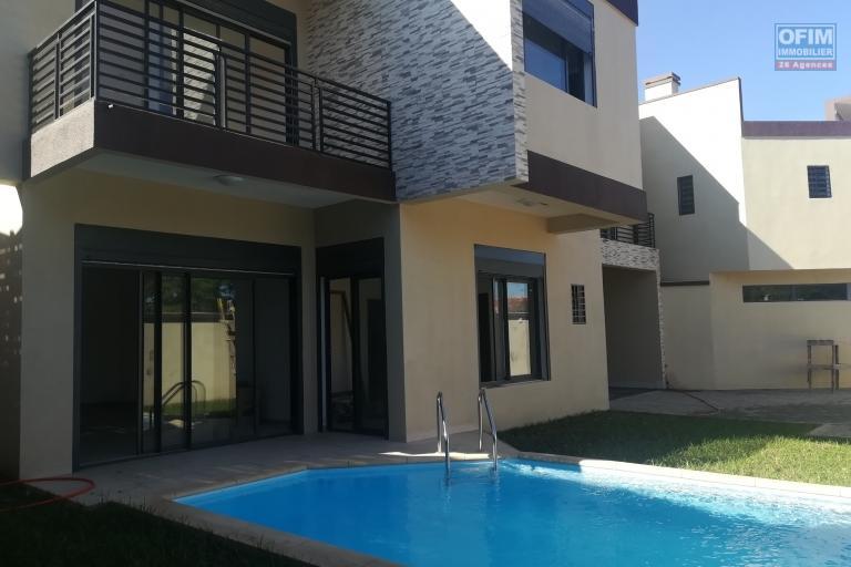 2 villas neuves F6 avec piscine à Ambatobe