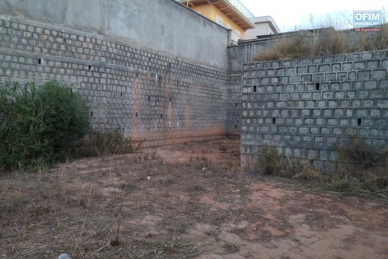 Beau terrain de 634 m2 entièrement clôturé et viabilisé à Manjaka Ilafy- Antananarivo