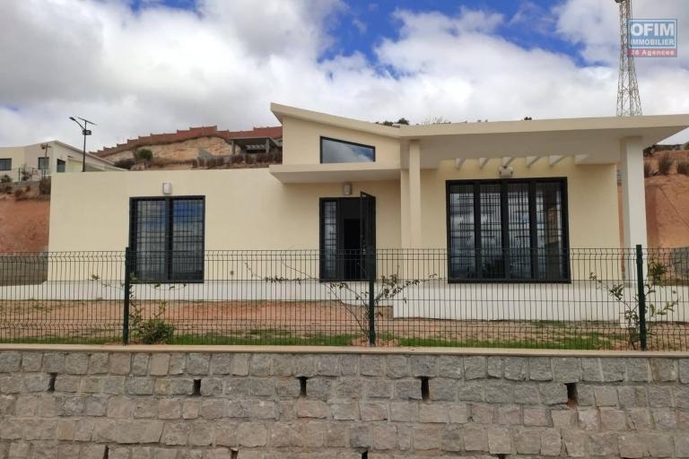 OFIM immobilier offre en location une villa basse neuve F4 à 6min du Leader Price Ambatobe