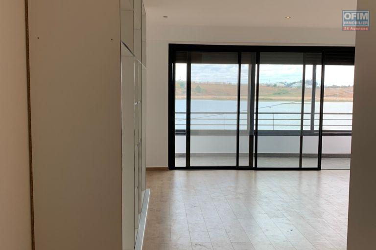 A vendre villa  F4 moderne et neuve  dans un lotissement au bord du lac Andranotapahana - grande chambre parentanle