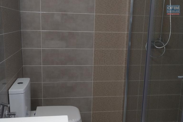 A vendre villa  F4 moderne et neuve  dans un lotissement au bord du lac Andranotapahana - douche attenante des chambres