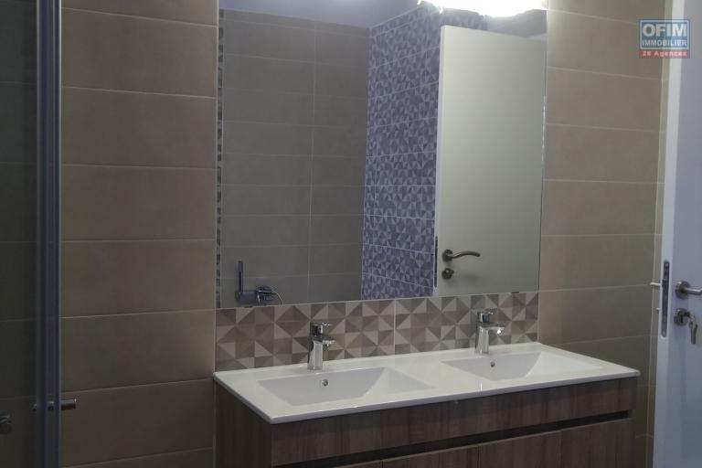 A vendre villa  F4 moderne et neuve  dans un lotissement au bord du lac Andranotapahana - double vasque