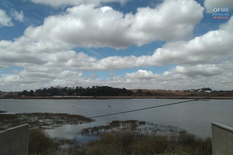 A vendre villa  F4 moderne et neuve  dans un lotissement au bord du lac Andranotapahana - belle vue