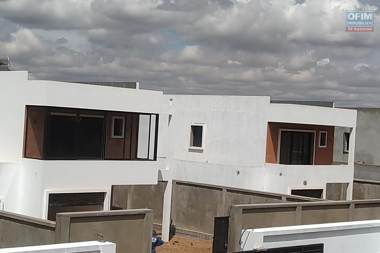 A vendre villa  F4 moderne et neuve  dans un lotissement au bord du lac Andranotapahana - lotissment
