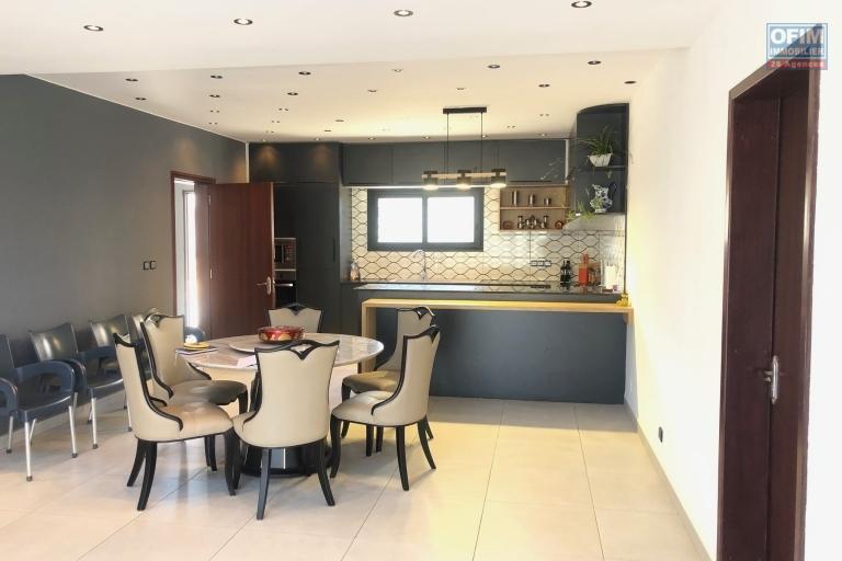 A vendre villa neuve moderne F5 à Ambohidratrimo à 10mn de la rocade digue et Tsarasotra
