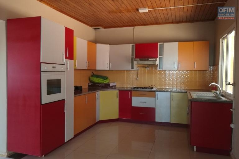 villa de plain pied en F4 dans une charmante propriété de 1.155 m2 à alasora cote ambohimanambola