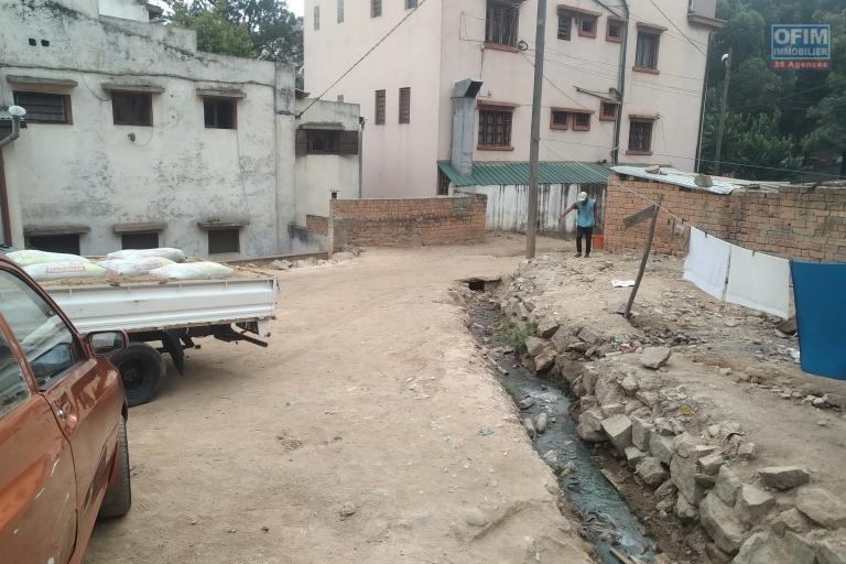 Terrain de 380 m2 en plein centre ville à Ambohijatovo- Antananarivo