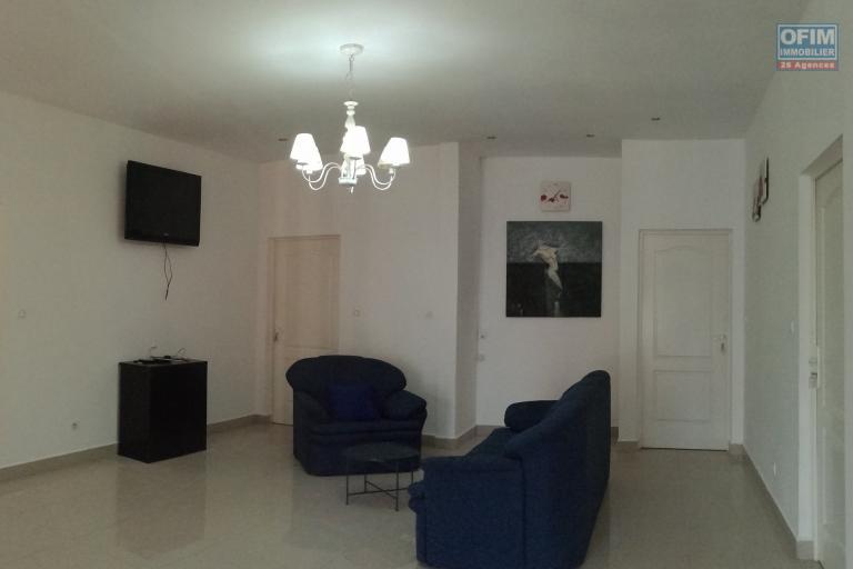 appartement moderne de 219 m2 - 3è étage - 4 chambres - ankerana - vue nouvelle rocade