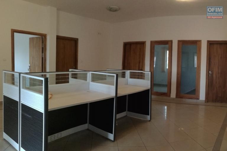 bureau de 200m2 - 7 pièces - Sis au 2è étage - Ankerana - près nouvelle rocade