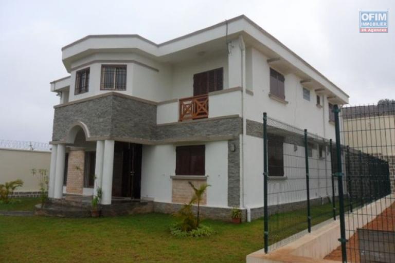 A louer très belle villa neuve F6 spacieuse à Ambolokandrina Antananarivo