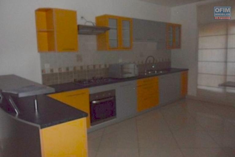 A louer très bel appartement T4 de standing dans une résidence avec piscine Ambatobe Antananarivo
