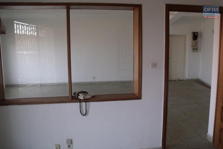 A louer maison F5 pour usage bureau à Ankadivato