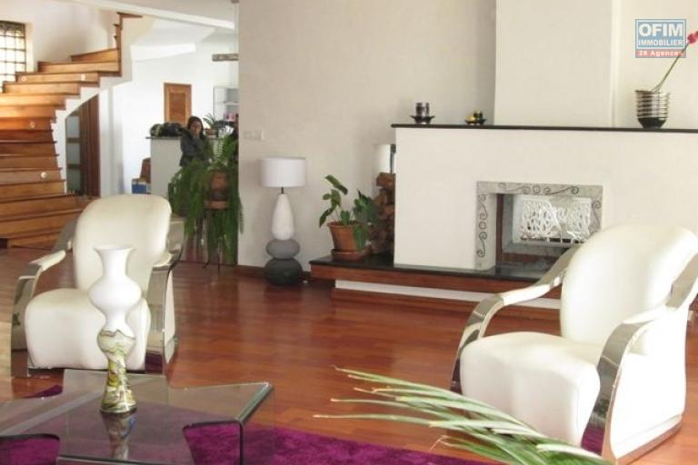 Location maison villa antananarivo tananarive a for Location maison meuble