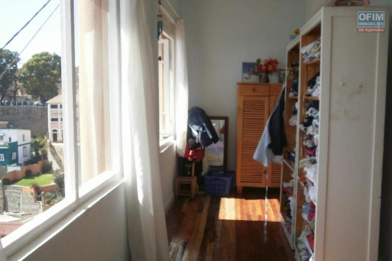 Vente d'une maison  contenant 3 appartements à tananarive .