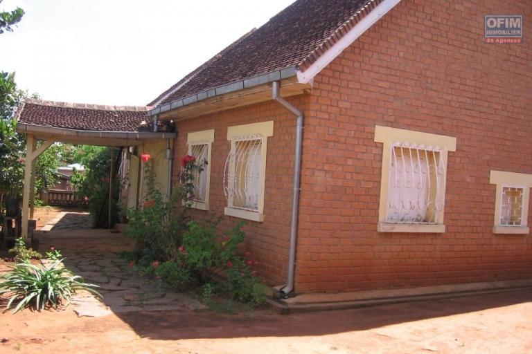 A vendre grande propriété de 8 970 m2 à Ambohijanaka