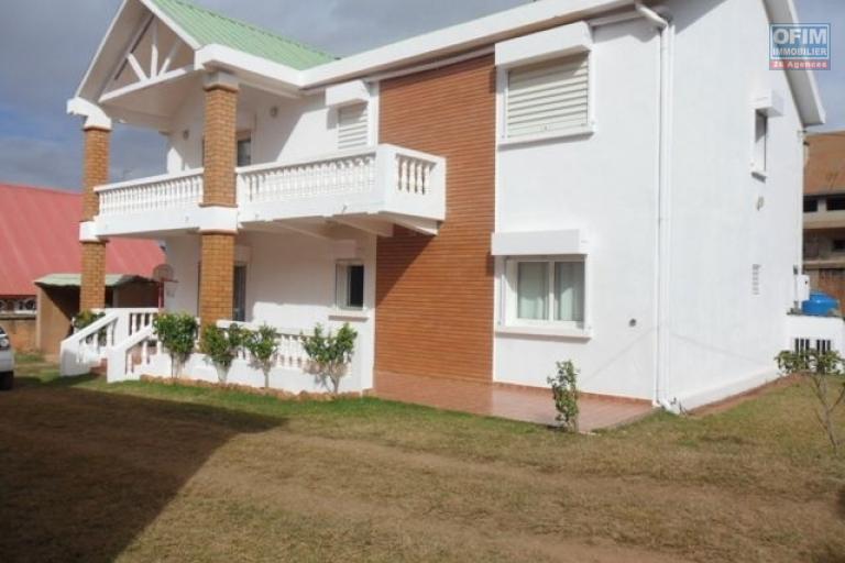 location maison villa antananarivo tananarive a louer une maison neuve f8 r 3 semi. Black Bedroom Furniture Sets. Home Design Ideas