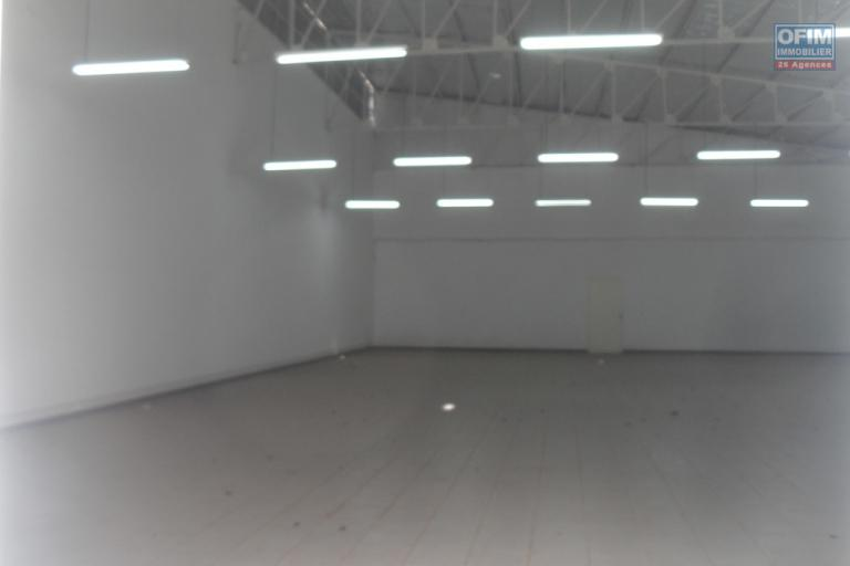 A louer entrepôt de 345m2 accessible et bien sécurisé situé à Ankorondrano
