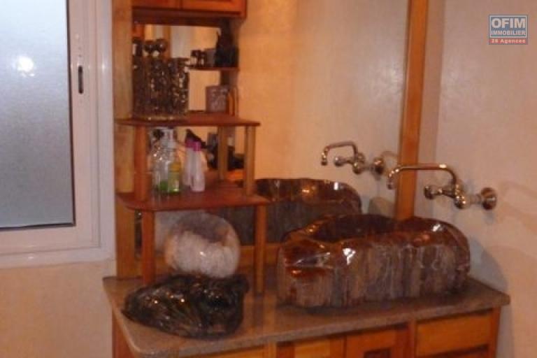 A vendre magnifique villa F7  dans le beau quartier d'Amparibe plein centre ville
