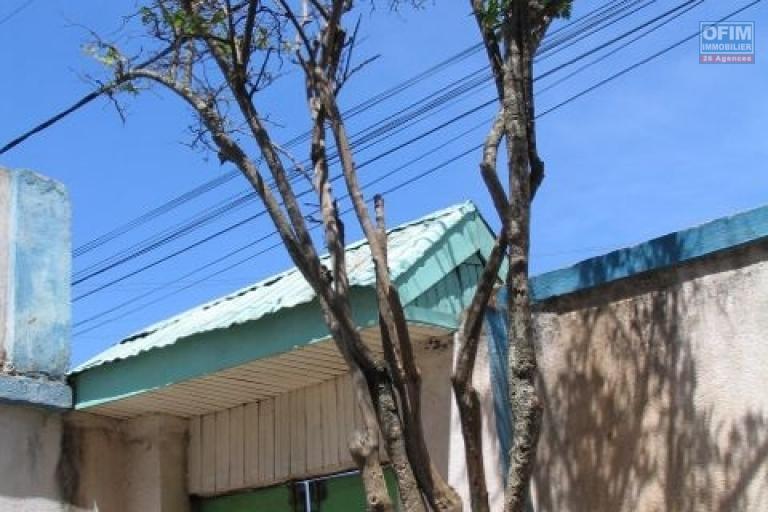 Maison à raser ou à rénover entièrement dans le quartier d'Ankaditapaka, à 20 m de la route accessible via un escalier