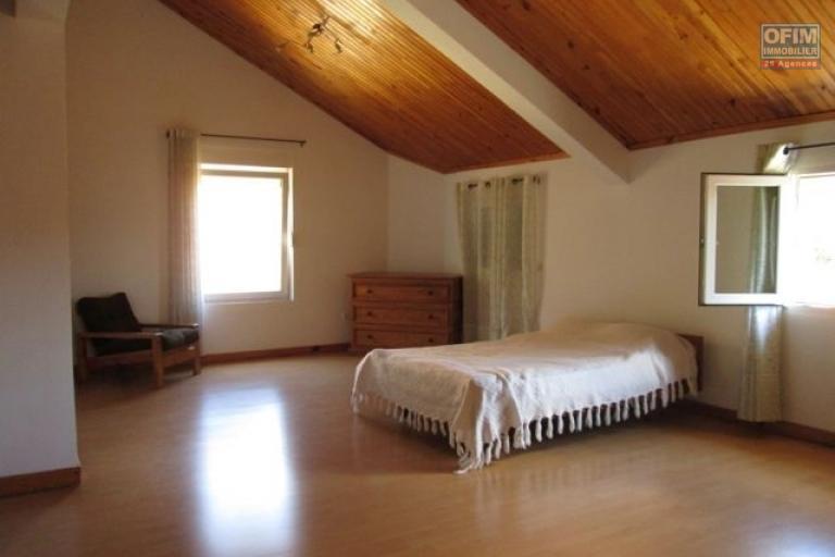 A louer, appartement T3 meublé équipé, proche centre ville Ambohimiandra- Antananarivo