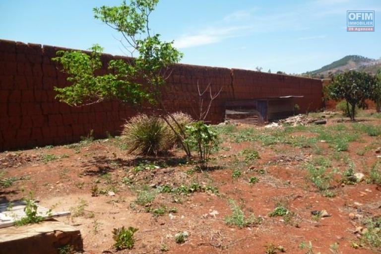 A vendre beau terrain de 800 m2 à Bevalala